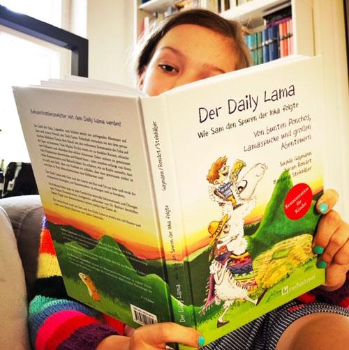 Ava liest Der Daily Lama