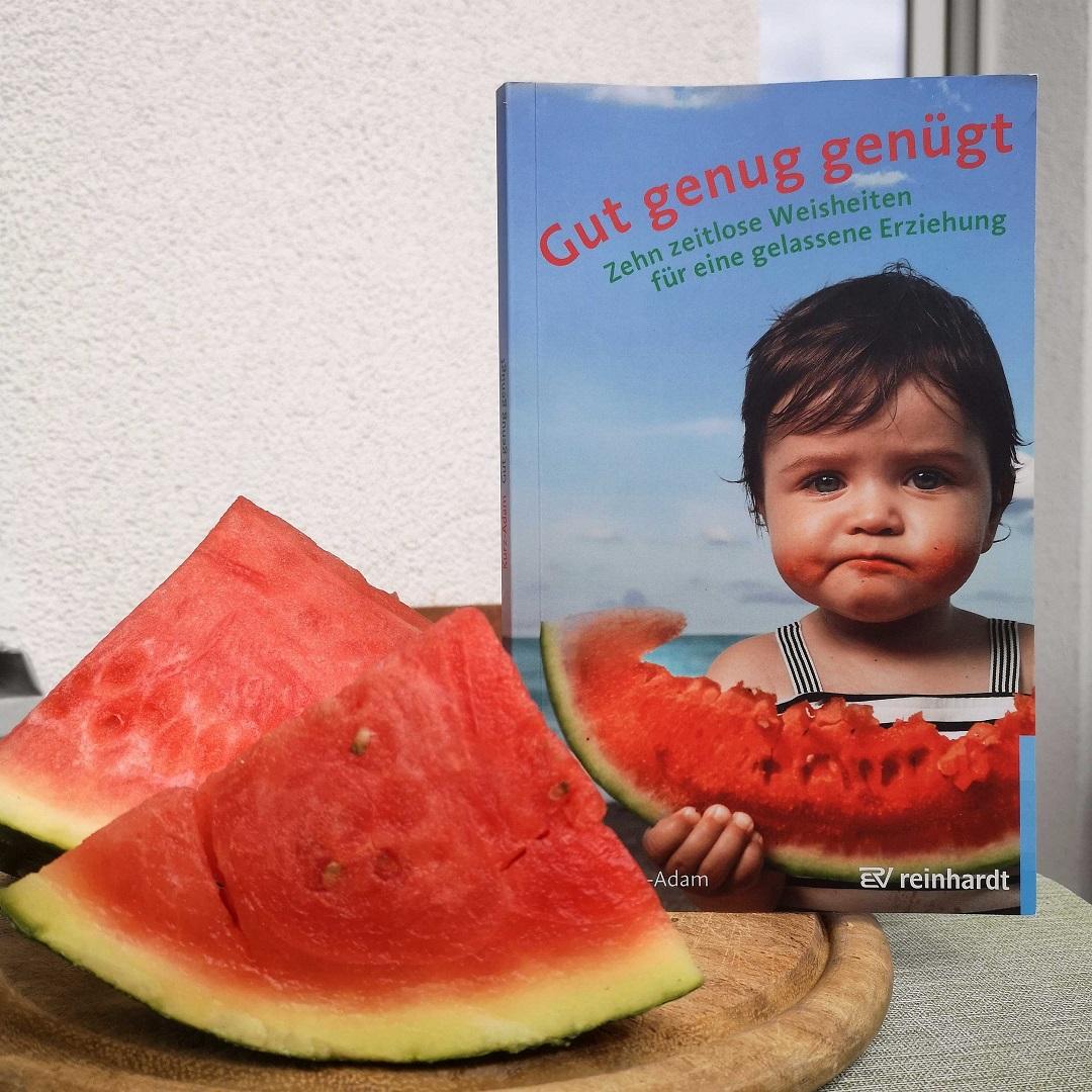Buch mit Melone: Gut genug genügt. Weisheiten für eine gelassene Erziehung